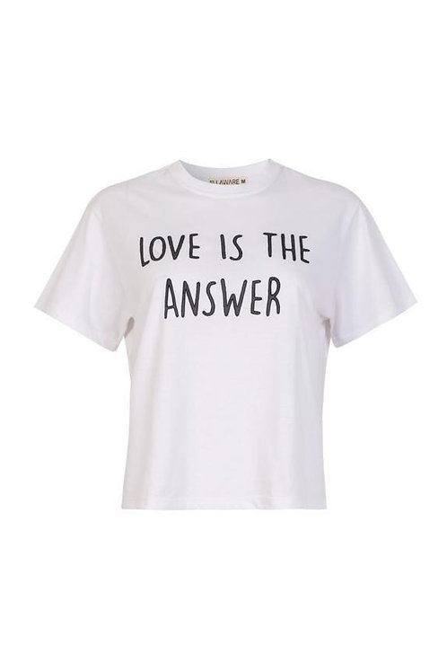 CAMISETA LOVE IS THE ANSWER