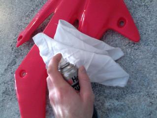 Quelques petites astuces pour nettoyer votre kit déco plastique ?