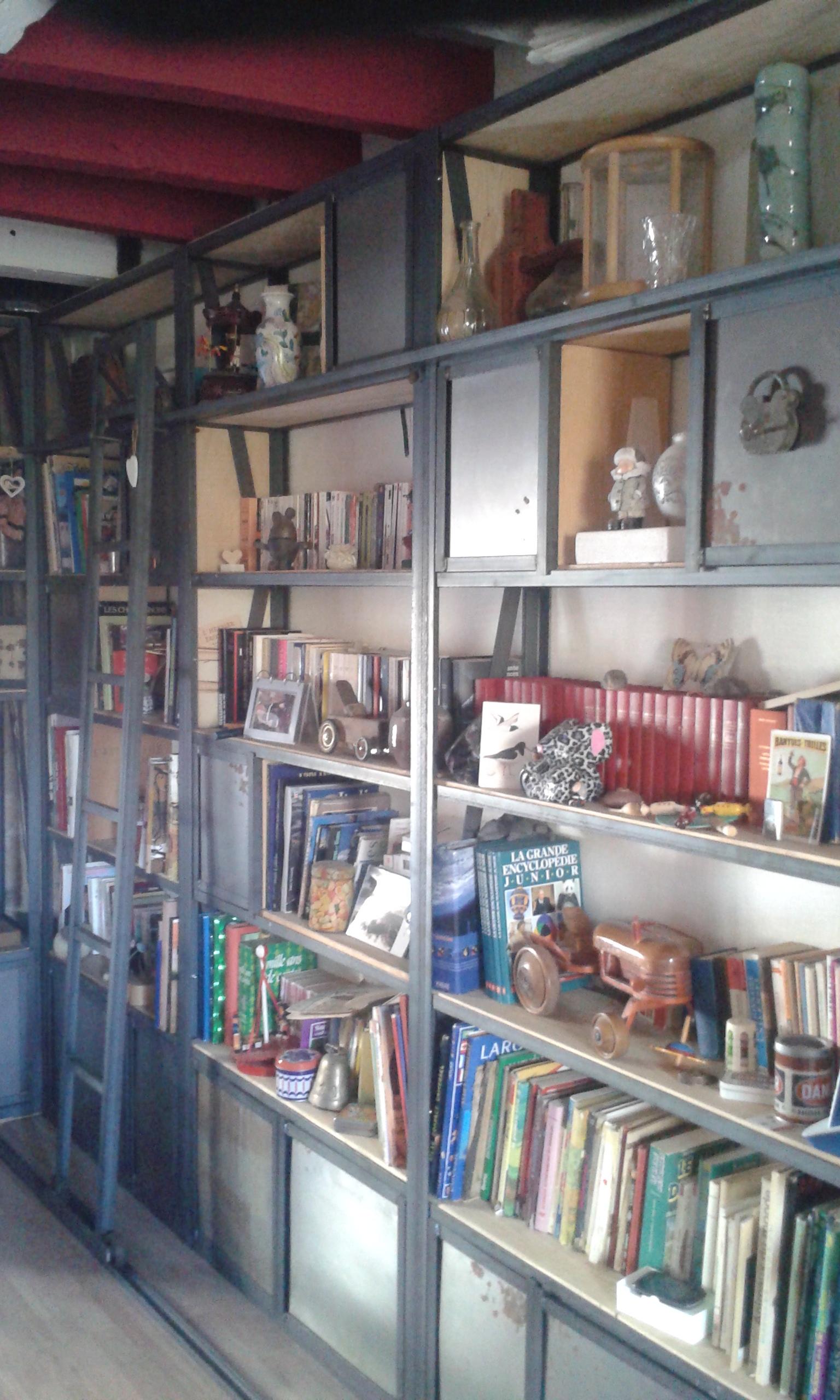 Bibliothèque acier brut