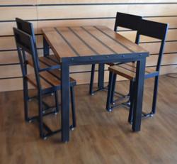 "Table de restaurant ""Bistrot Loft"""
