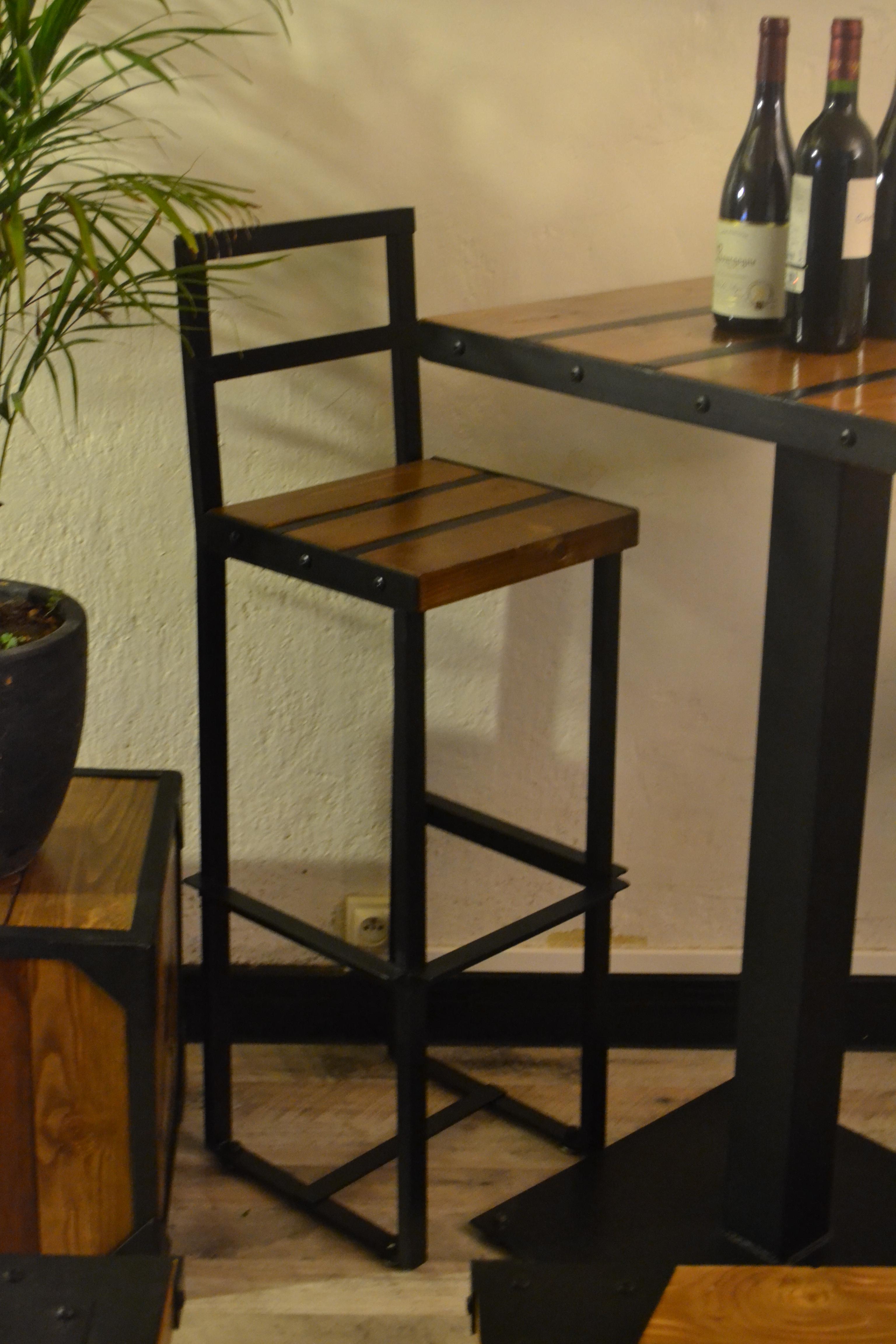 "Chaise haute ""Bistrot Loft"""