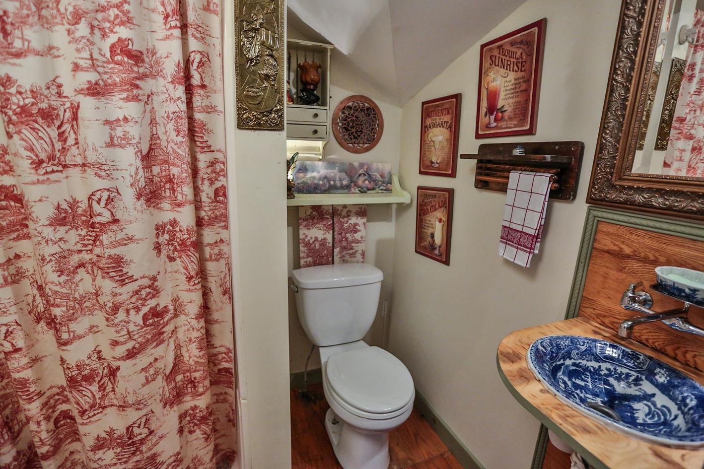 Shiloh's Room Bath