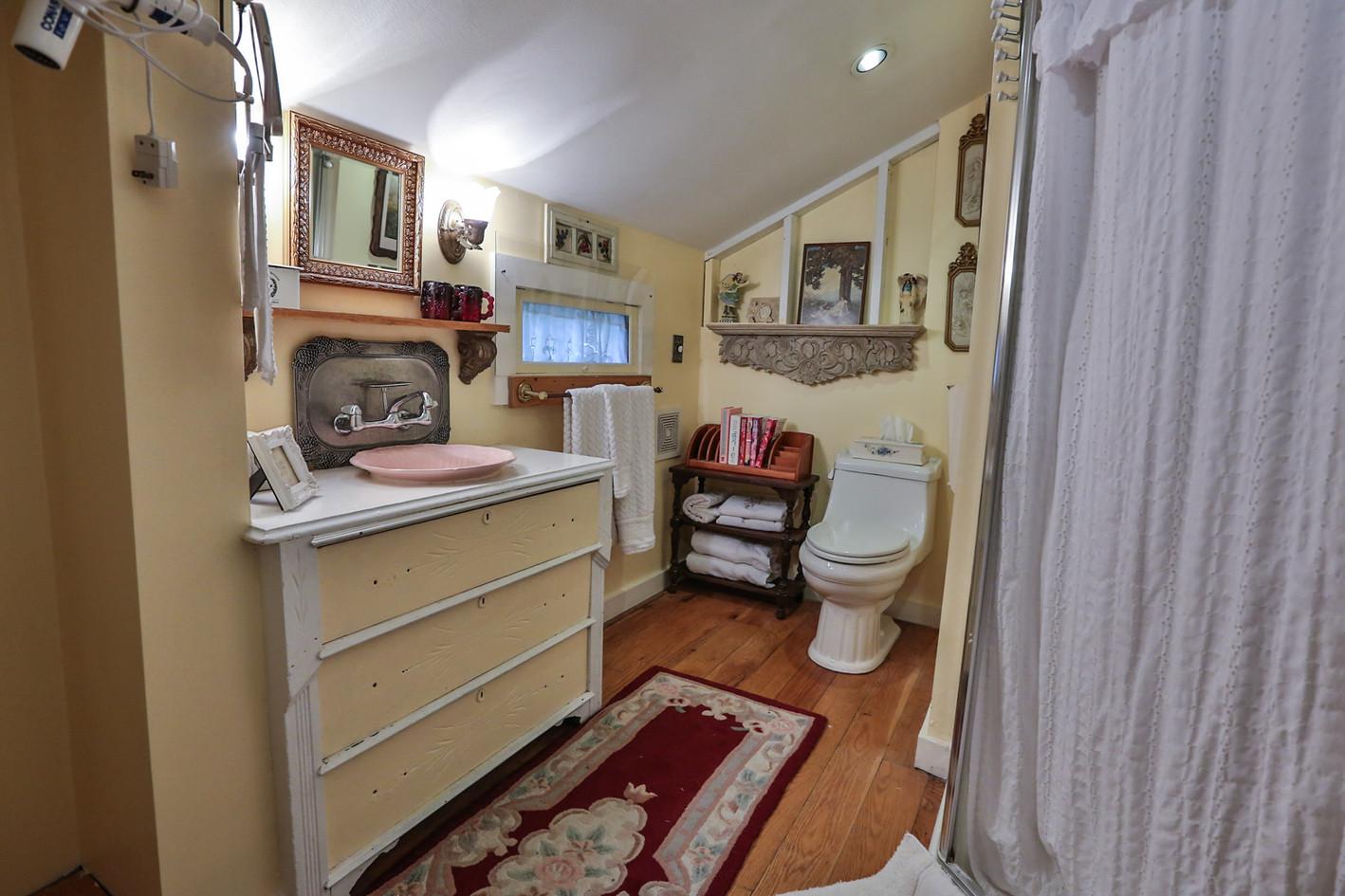 Seneca's Room Bath