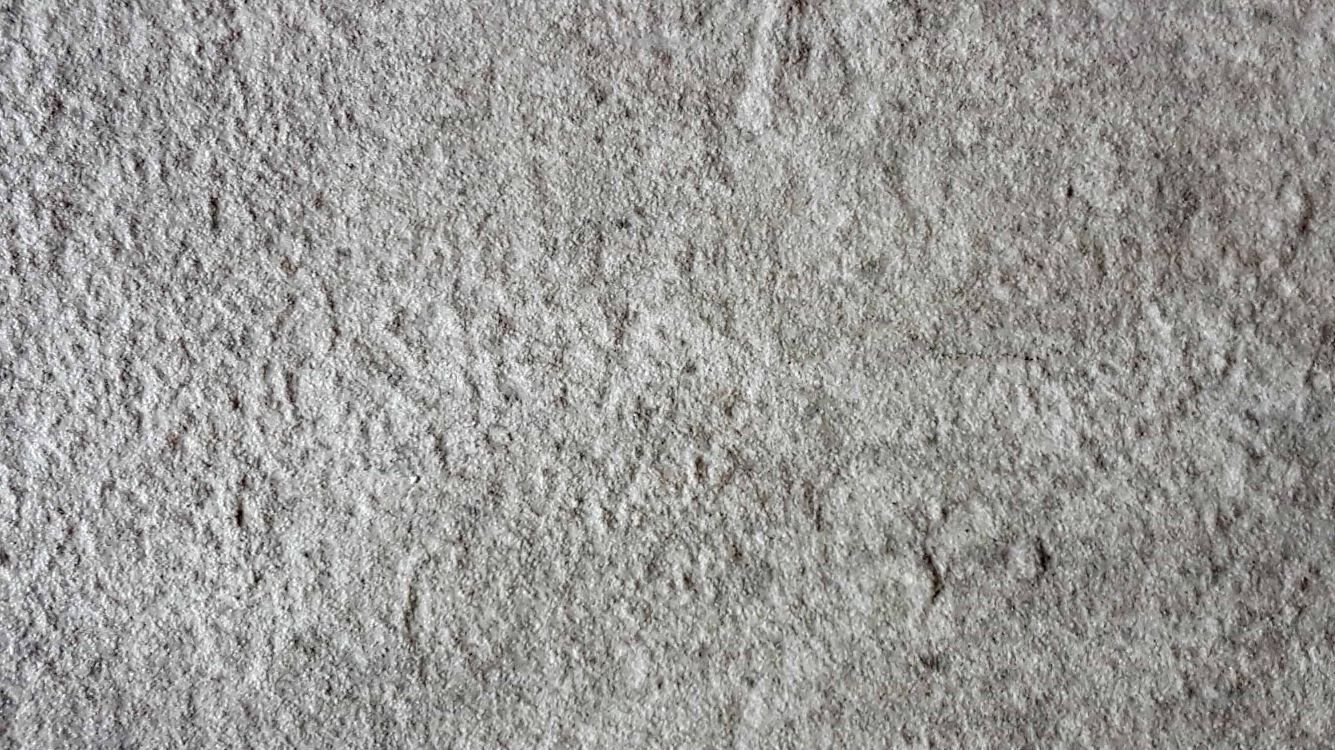 Pierre structurée grise