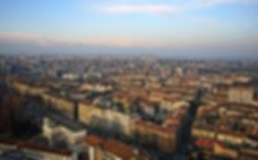 turin ist eine großstadt im nordwesten italiens. mit etwa 900.000 einwohnern ist sie die viertgrößte stadt des landes. in der stadt gibt es fünf universitäten und hochschulen, darunter die universität turin, eine der ältesten und renommiertesten italiens. mit ihren technik- und informatikfakultäten rangiert die polytechnische universität der stadt unter den top 50 weltweit. mit diesen schwerpunkten bietet turin die perfekten bedingungen für technik-startups.