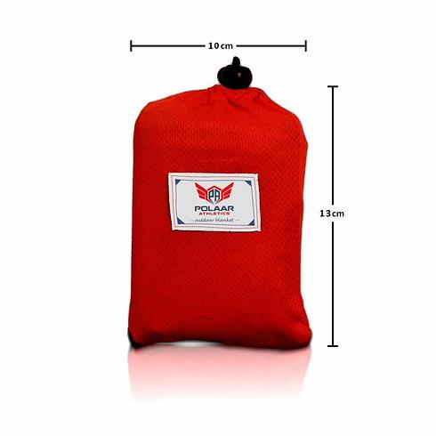 durch ihr kleines format im verpackten zustand ist die decke von polaar ein wahres raumwunder.