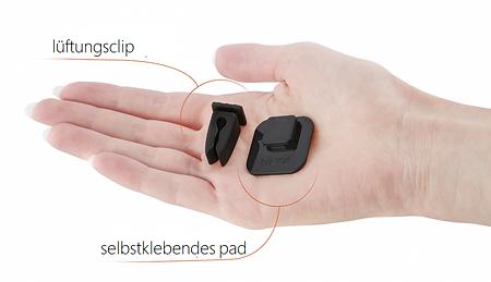 qlyx kann fast an jeder oberfläche angebracht werden. im folgenden bild siehst du beispiele, wo du das smarte gadget im auto befestigen kannst. das alles mit dem clip für die lüftung oder das selbstklebende pad.