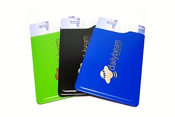 der schicke cardtresor ist ein perfekter knickschutz für nahezu alle gängigen bank- und kreditkarten, führerschein, personalausweis, etc. mit 1,7mm stärke ist er nur minimal größer als die bankkarte selbst und passt daher problemlos in das kartenfach jeder geldbörse. er bietet bestmöglichen magnetstreifen-schutz sowie schutz gegen unbefugtes auslesen von rfid- und nfc-chips.