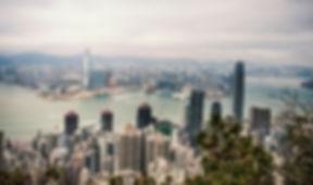 hongkong ist eine metropole und sonderverwaltungszone im süden chinas. mit 7,2 millionen einwohnern und einer größe von 1.108 km² ist es einer der dicht besiedelsten orte der welt. da die stadt selbst über wenige natürliche ressourcen verfügt, ist sie vom handels- und dienstleistungssektor abhängig. auch startups tragen ihren teil zum bruttoinlandsprodukt bei. aufgrund zahlreicher universitäten undbibliothekenist es ein idealer standort.