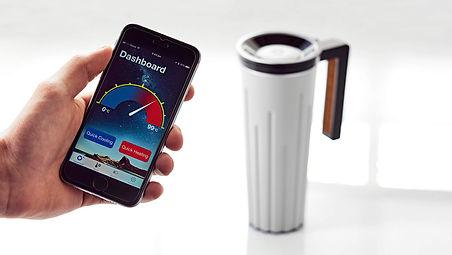 muggino ist der weltweit erste, selbstbetriebene, intelligente becher, der sowohl heiße als auch kalte getränke in der gewünschten temperatur halten kann, und das über einen längeren zeitraum hinweg. das vollständig patentierte und umweltfreundliche gerät wandelt die abwärme in energie um und wird davon aufgeladen. mit der gewonnenen energie kann man dann sogar unterwegs den akku seines smartphones füllen.