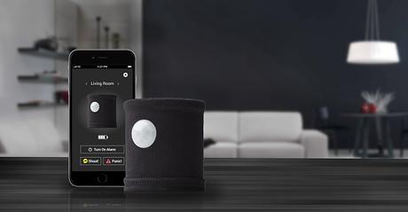 fynoti ist ein kostengünstiges sicherheitsystem für zuhause und die nachbarschaft. das gadget ist unauffällig und benötigt keine kabel, nur 3 batterien. gesteuert wird das kleine gerät über die app für ios und android. so erhälst du bei bewegungen in deinem zuhause eine benachrichtigung auf dein smartphone, genauso wie ein nachbar, der sich am nächsten zu deiner wohnung befindet (wenn er die app auch installiert hat). dazu kommen verschiedene designs und weitere funktionen.