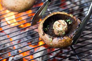 wie man gemüse und pilze grillt