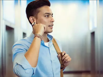 schnelle nachrichten und anrufe wurde dafür entwickelt, beim laufen gleichzeitig texten zu können. um einen schnellen text zu verfassen oder jemanden anzurufen, halte einfach den finger an dein ohr.