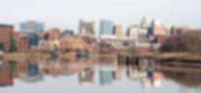 wilmington ist mit etwa 71.000 einwohnern die größte stadt im us-bundesstaat delaware. die stadt ist vorallem bekannt durch ihre briefkastenfirmen. einige hunderttausend sind hier registriert. jede namhafte us-bank und jeder bekannte kreditkartenbetreiber, aber auch unternehmen wie viacom sind in wilmington ansässig. das delaware art museum besitzt eine bedeutende kunstsammlung, unter anderem eineder bedeutendsten sammlungen von werken der präraffaeliten außerhalb großbritanniens.
