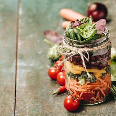 healthy-homemade-mason-jar-salad-UKZ3PK8