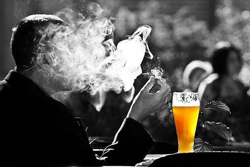 man-smoke-beer-wheat-smoking-benefit-fro