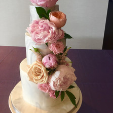 #29 Cake Table Flowers And Accessories Toronto