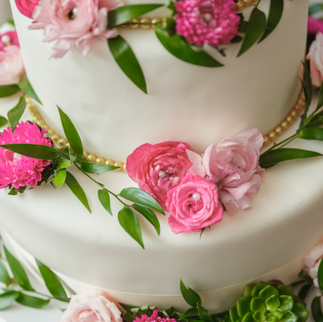 #25 Cake Table Flowers And Accessories Toronto