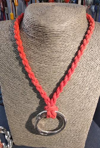 Gargantilla cordón coral aro plateado