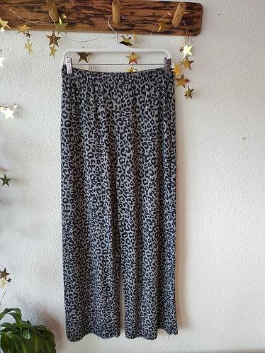 Pantalón leopardo gris