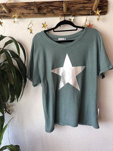 Camiseta verde motivo estrella