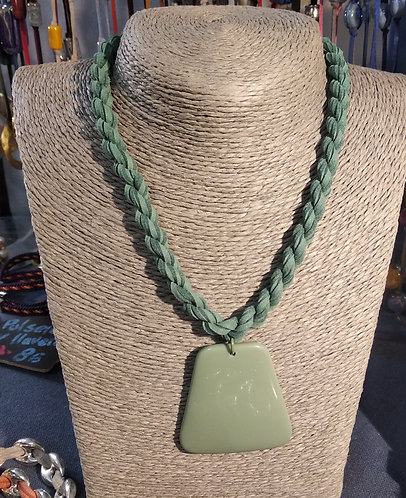 Gargantilla cordón verde resina verde