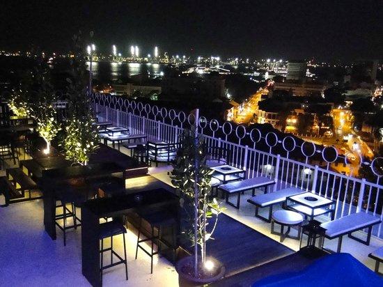 skybar-bayview-hotel