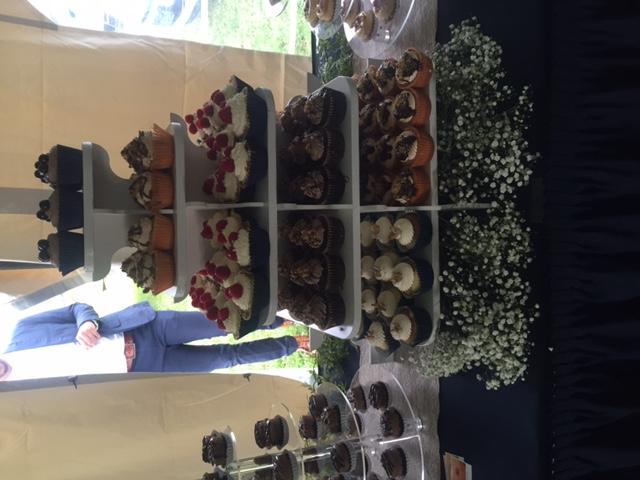 216 Cupcakes!
