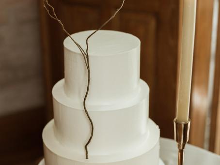 EDITORIAL MINIMAL WEDDING CAKE