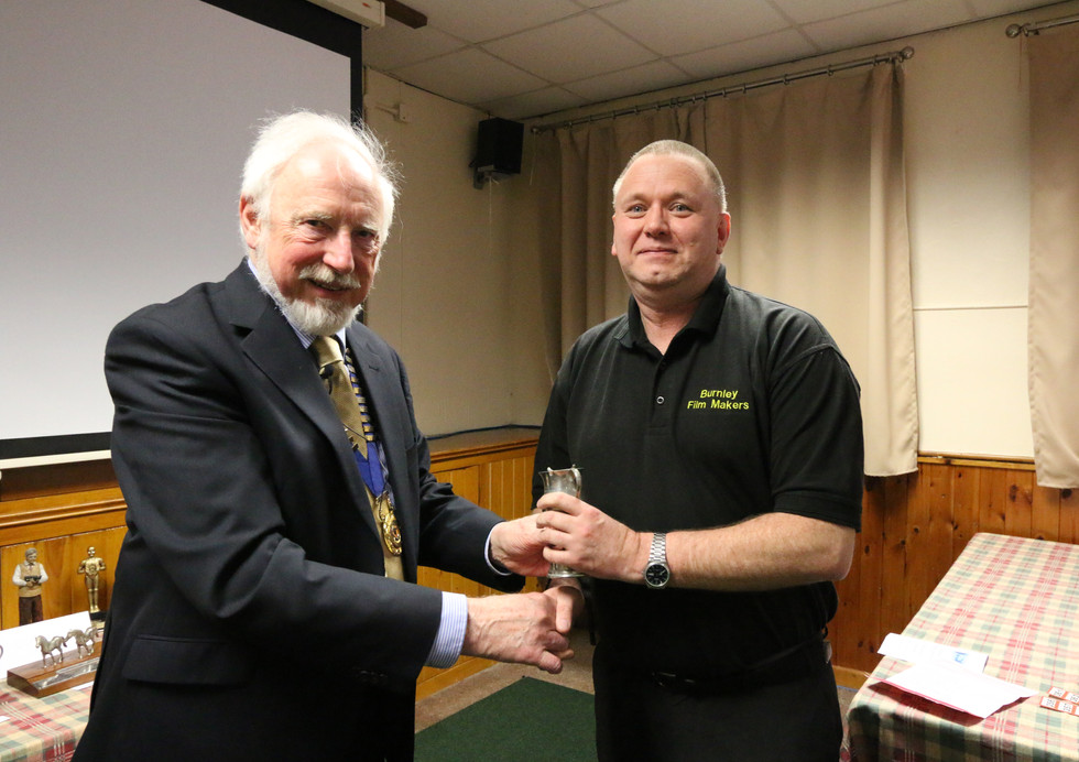 Roy Logsdon received his award from Chairman Mike Breeze
