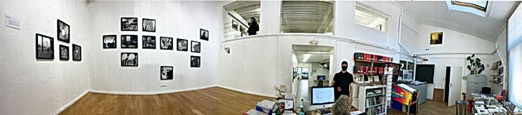 Photo panoramique au Réverbère, expositionGlobe-trotteurs de Thomas Chable, Serge Clément, Jacques Damez, Bernard Plossu avec Joël Riff