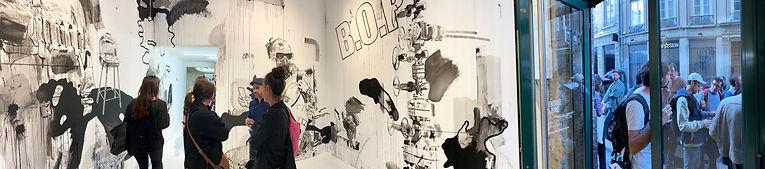 Photo panoramique de la Galerie Kashagan lors du vernissage de l'exposition Block Petrol de Ludovic Paquelier
