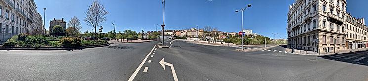 photo panoramique d'une vaste espace vue de l'avenue Foch montrant pont de Lattre de Tassigny, au fond il y a la Croix Rousse