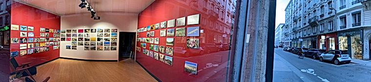 Photo panoramique d'une exposition de Patrice Mortier, à la Galerie Houg à Lyon