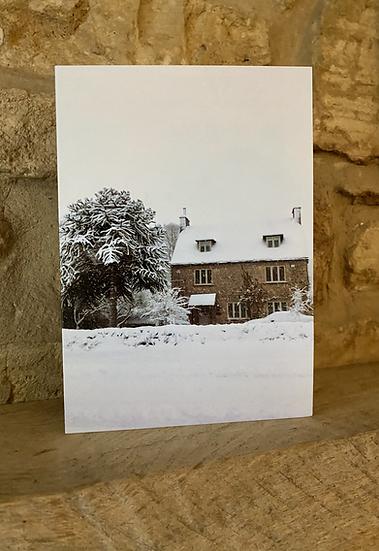 A scenic cottage in Burford covered in snow