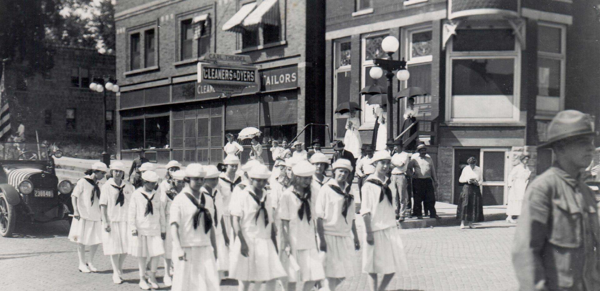 Parade_Junior_Jills_1919.jpg