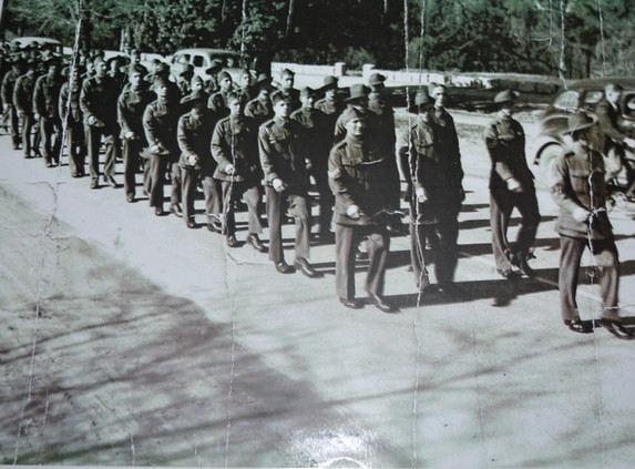 Marching through Wangaratta 1940.jpg
