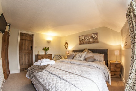 Clematis Cottage, Tealby - bedroom
