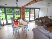bluebell glade, tealby - living area