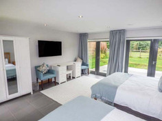 bluebell glade, tealby - bedroom
