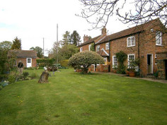 Pear Tree Cottage, Tealby - grounds