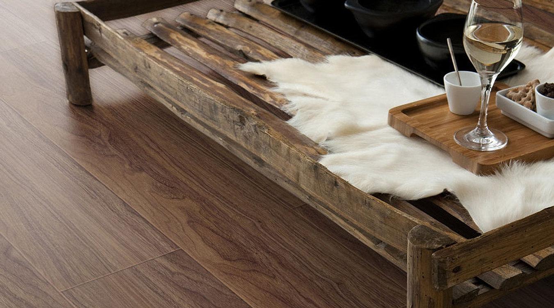 Suelos de vinilo para uso residencial y comercial for Suelo vinilico madera