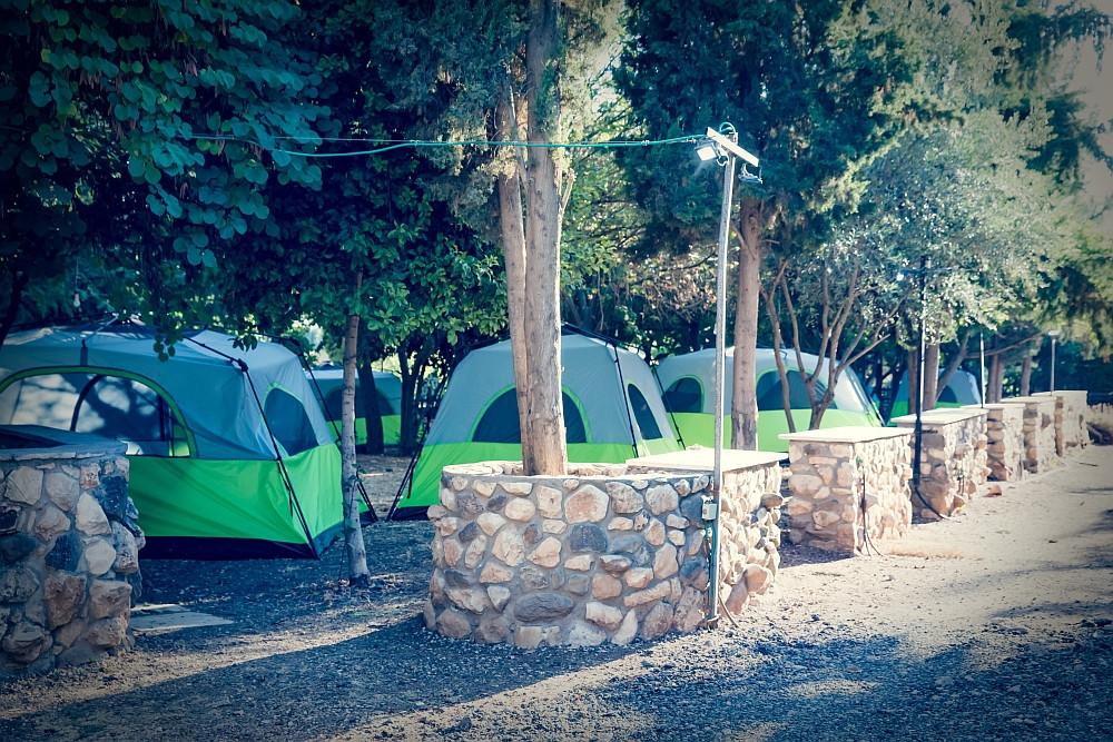 מתחם אוהלי קמפינג