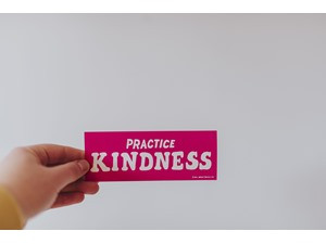 4 Ways Kindness in The Workplace Can be Good for Business