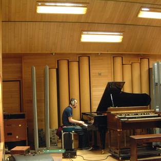 mick_piano1.JPG