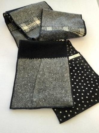 Scarf w/ pockets- black, white
