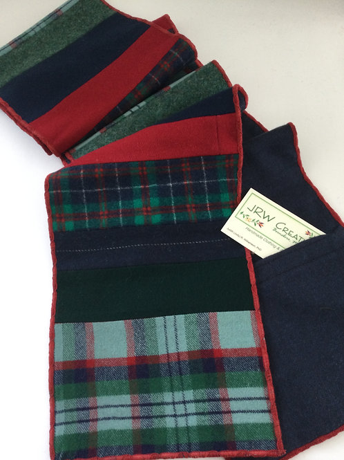 Scarf w/ pockets- navy/ green/ red