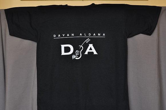 camiseta con logo de Dayan Aldana