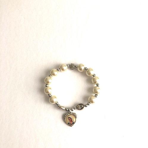 MP005 Pulsera Denario Perlas Blancas y Medalla Virgen de Medjegourge