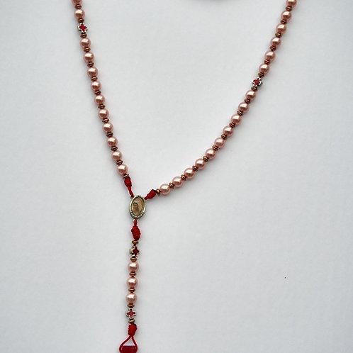 MR014 Rosario perlas, cruces rojas. Dólares